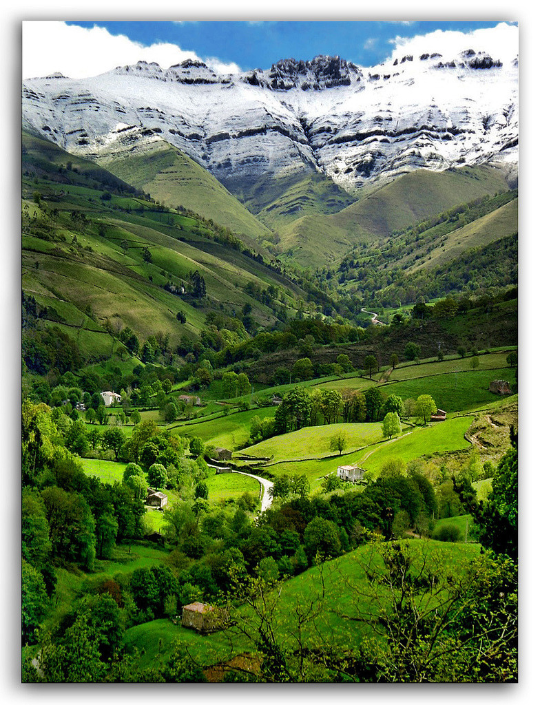 Snowcapped, Valle del Pisuena, Spain